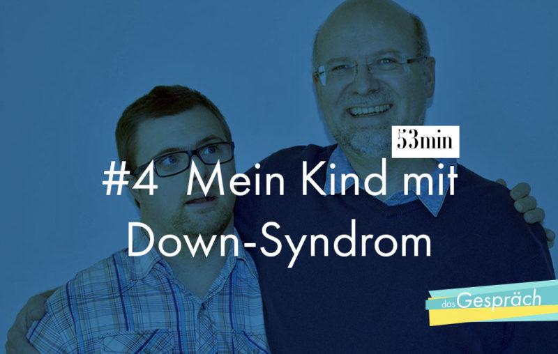 Vater mit Sohn Arm in Arm als Titelbild für das Gespräch Mein Kind mit Down-Syndrom